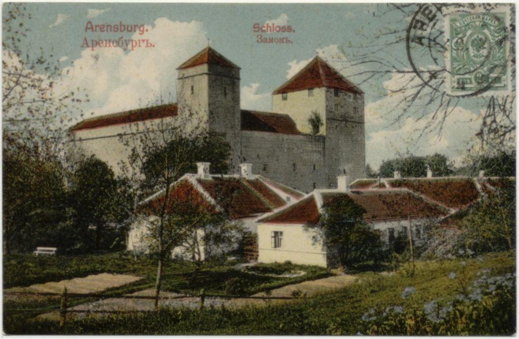 De beeldzijde van de kaart hierboven met het dubbelring-stempel van АРЕНСБУРГЪ (ARENSBURG).