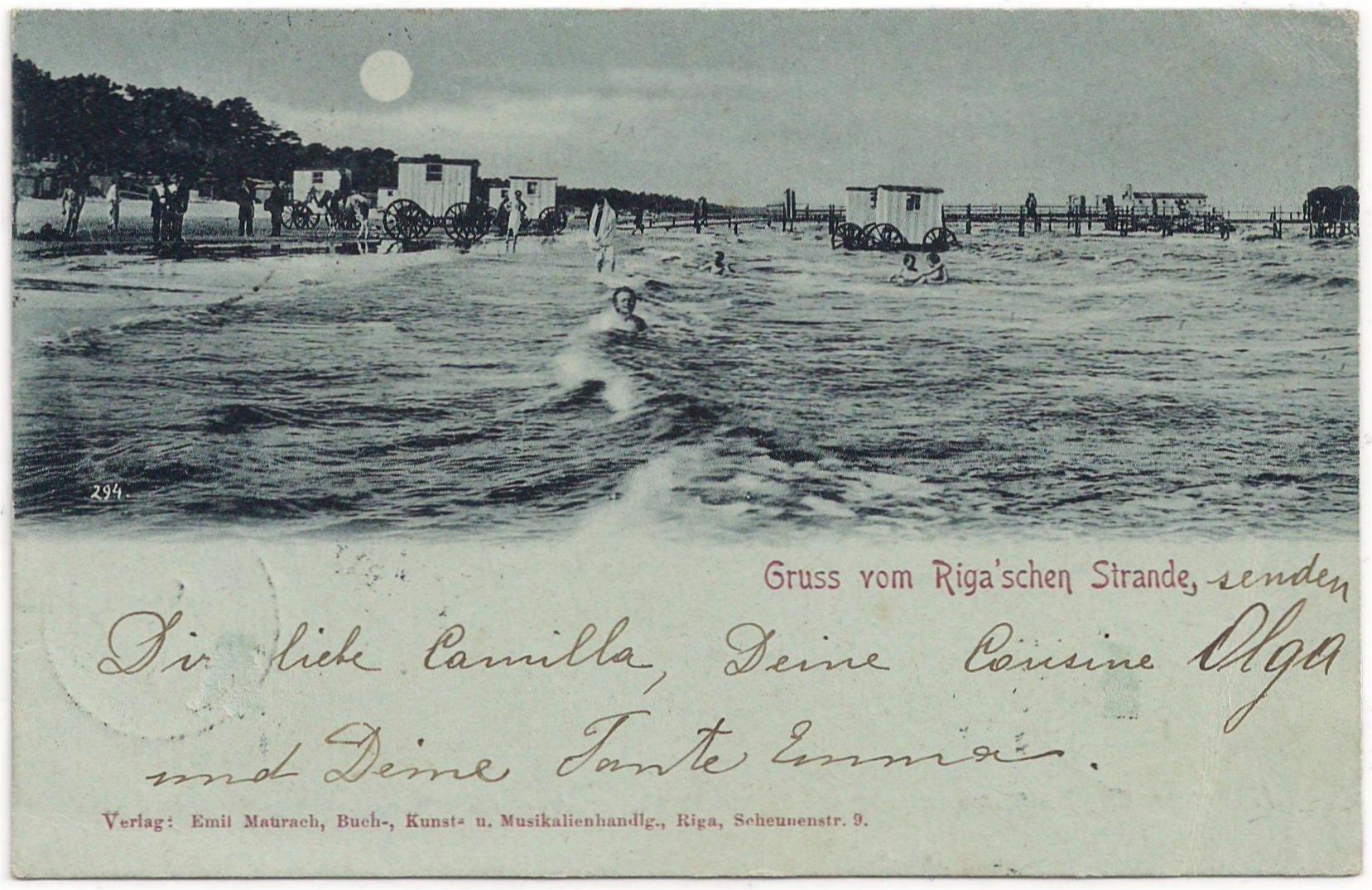 Per koets het water in aan het Rigase strand.