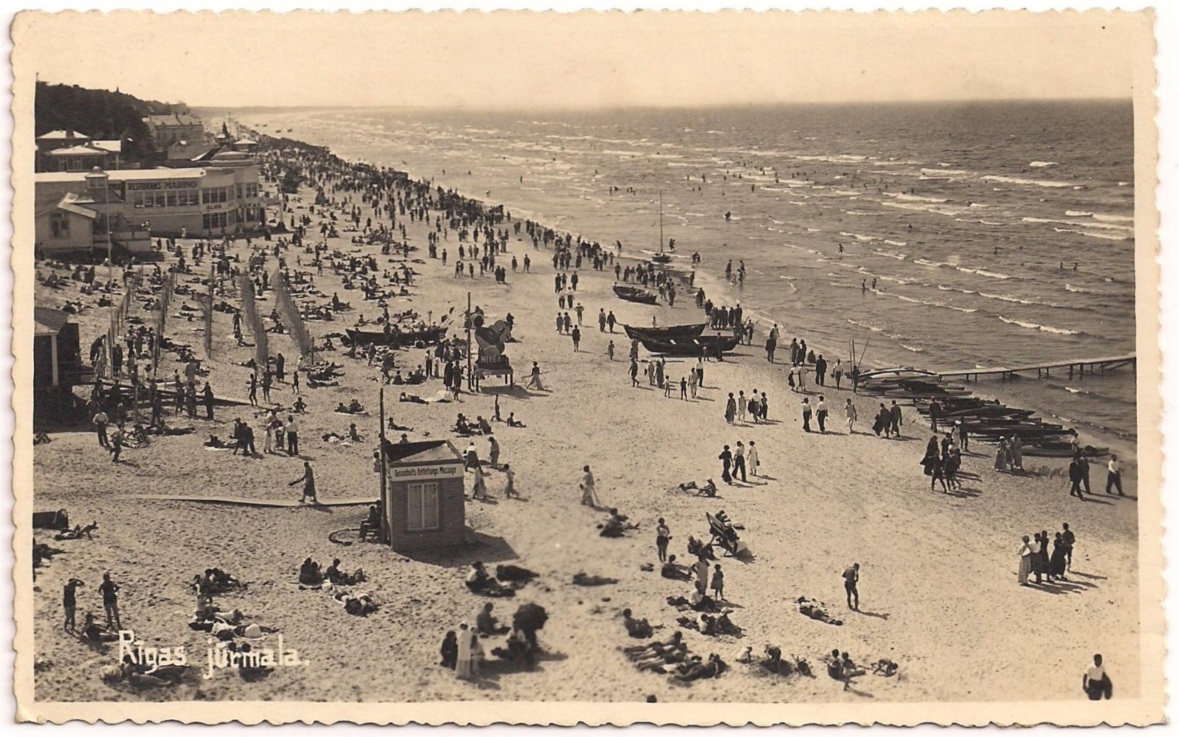 Majori was in the interwar period central to the spa-life of the Rigas beach. Here were the best hotels, sanatoria, boarding houses. There were also facilities such as bars with music. At the seaside were institutions with warm sea-water and bathing cabins.