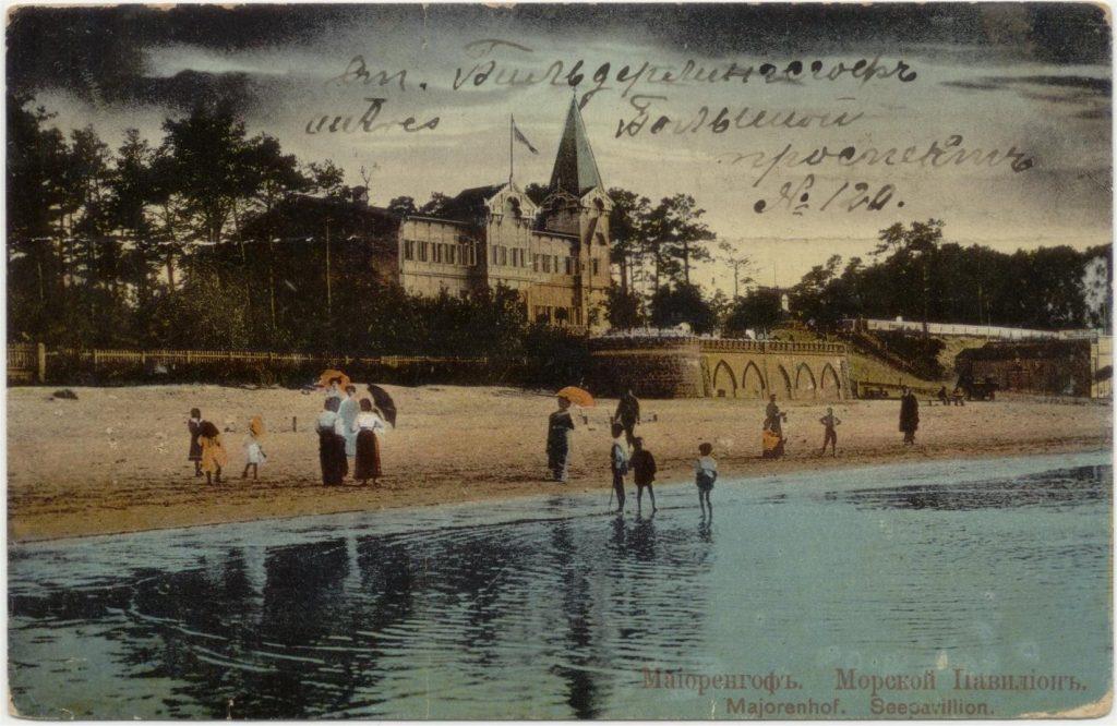 Het zeepaviljoen in Majori. OIn het bijschrift wordt de Duitse naam gebruikt: Majorenhof.
