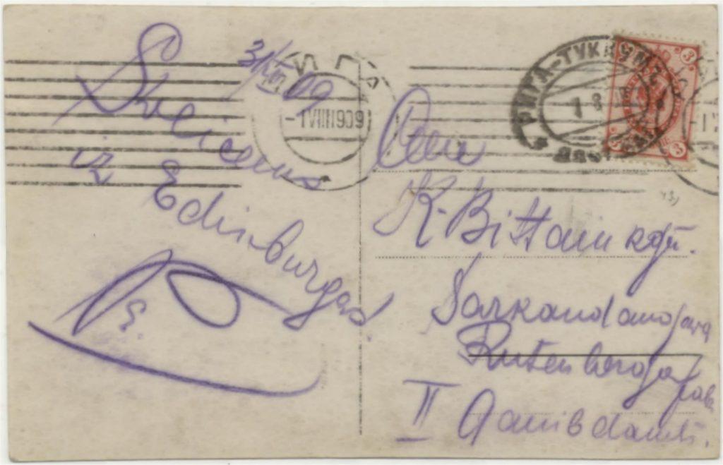 De adreszijde van de kaart hierboven met geschreven de de groet 'Sveicecus iz Edinburgas!'- Groeten uit Edinburg.